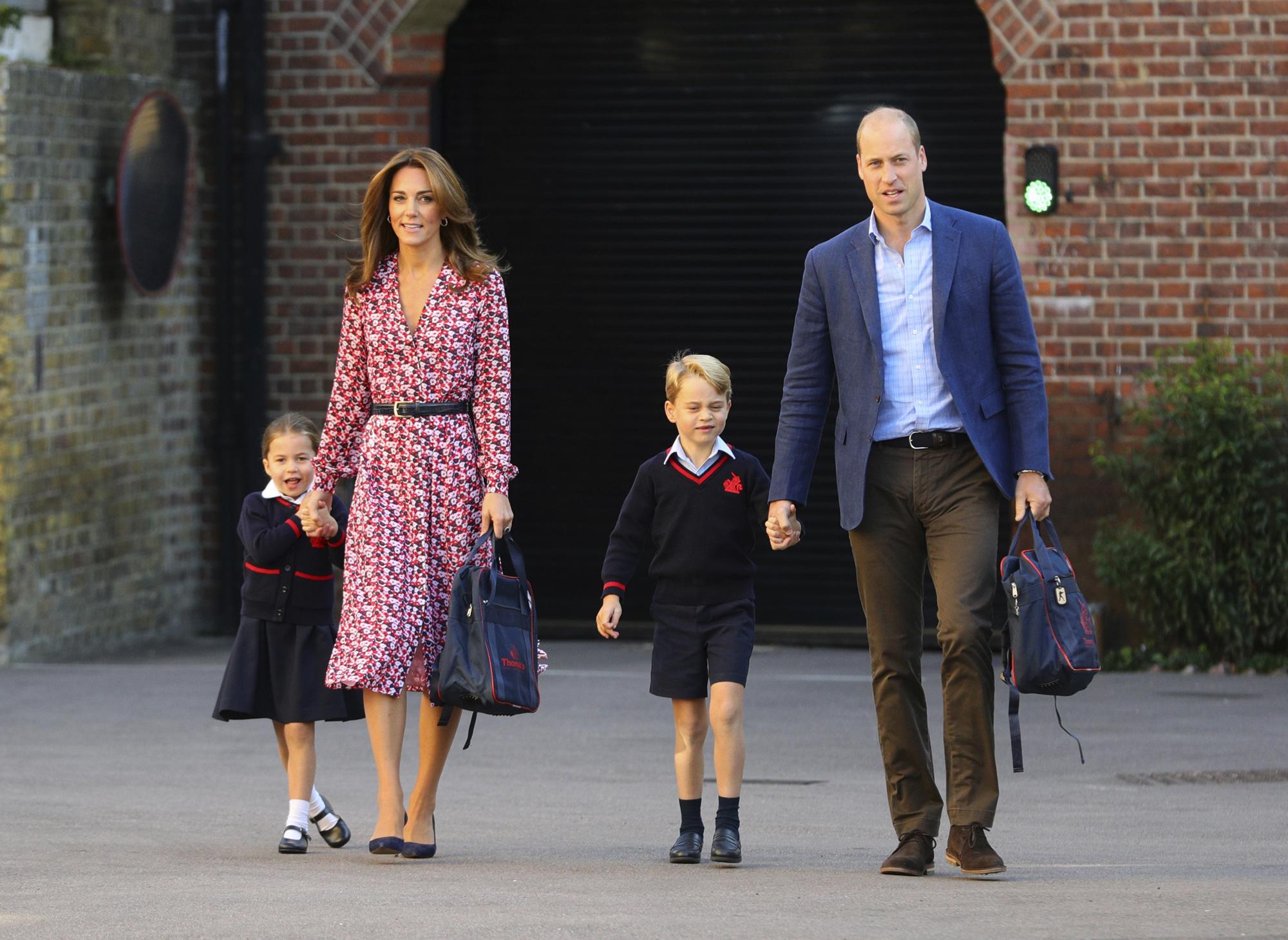 اطلالات أنيقة وناعمة للعائلة المالكة