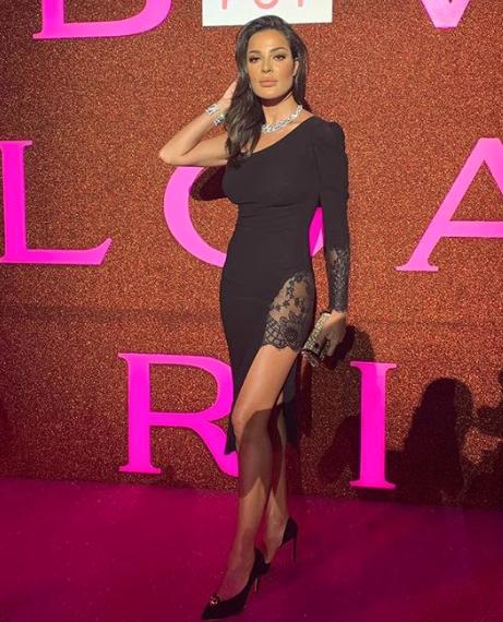 تألقت نادين نجيم في فستان أسود قصير