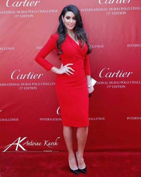ياسمين صبري في اطلالة مشرقة في فستان باللون الأحمر
