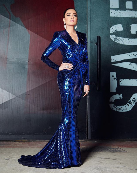 اطلالة مميزة لنارين فرج في فستان براق من نيكولا جبران