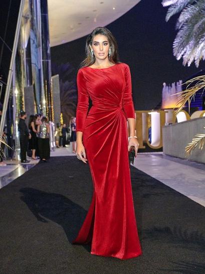 اطلالة مميزة لياسمين صبري في فستان مخمل