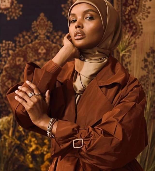 حليمة عدن بحجاب باللون النيود