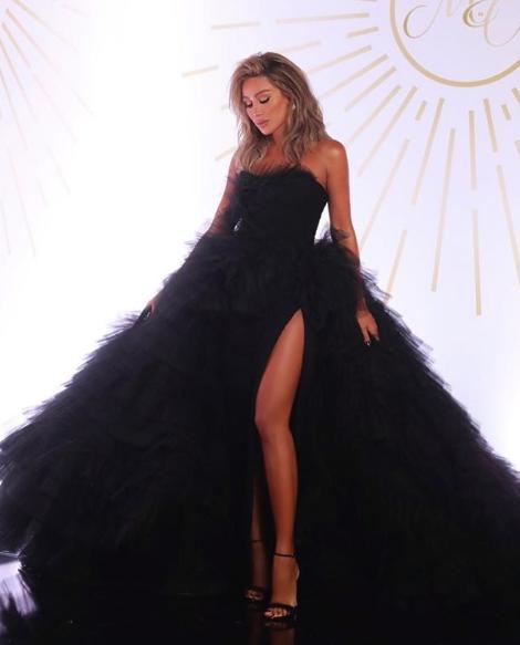 اختارت مايا دياب فستان تول أسود