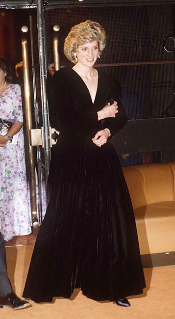 الليدي ديانا في فستان ماكسي من المخمل الأسود