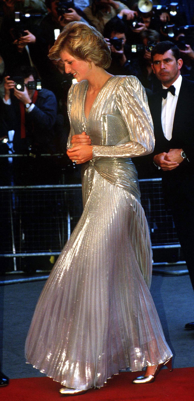 الليدي ديانا في فستان ميتالك باللون الفضي