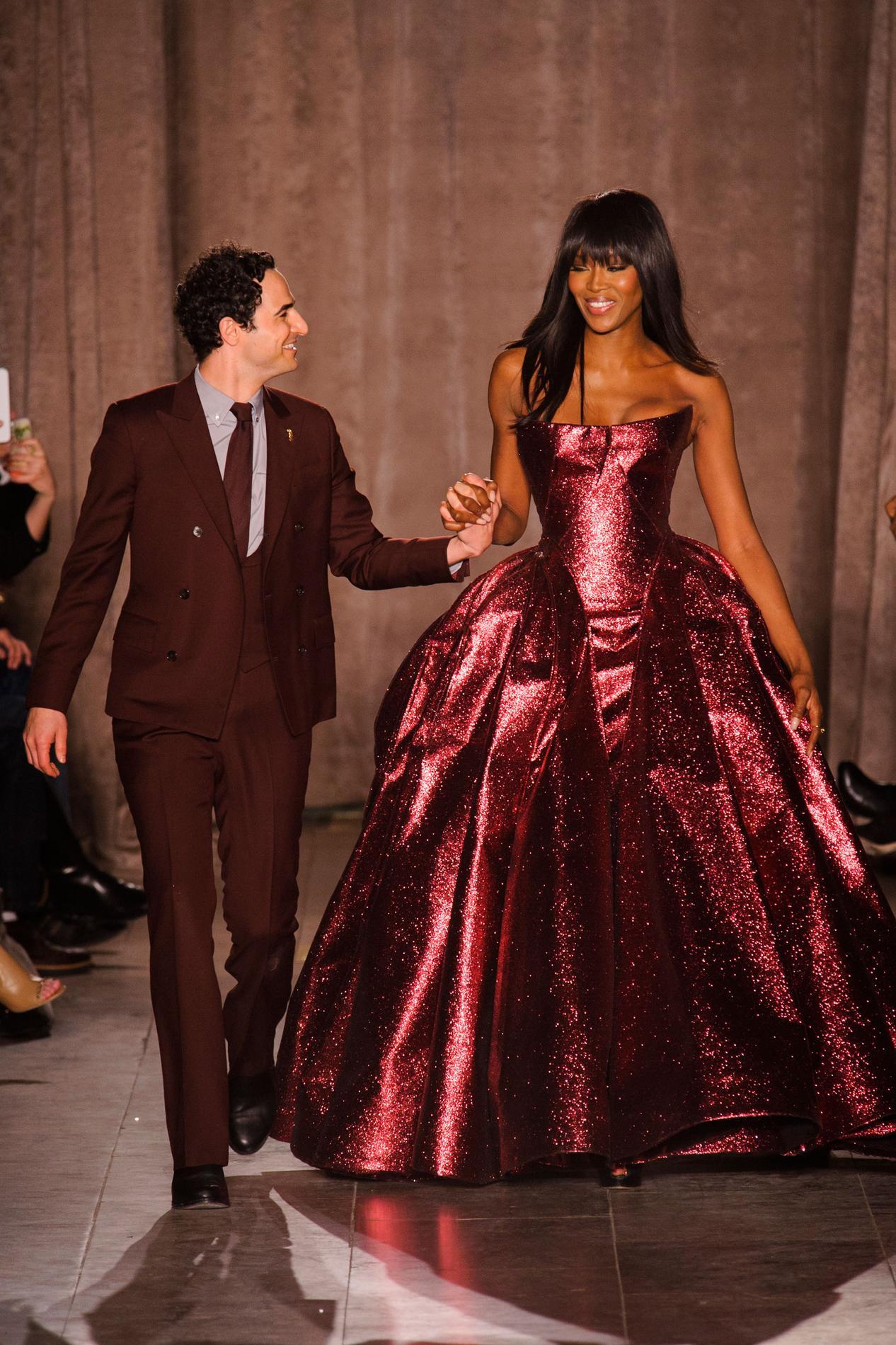 مصمم الأزياء الأميركي زاك بوزن ينهي أعماله في تصميم الأزياء