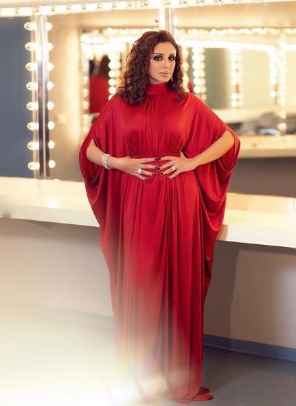 أنغام في فستان أحمر من فالنتينو