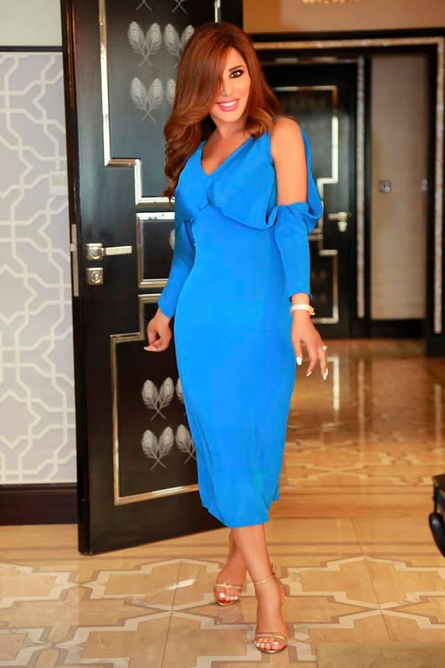 نجوى كرم في فستان ميدي أزرق