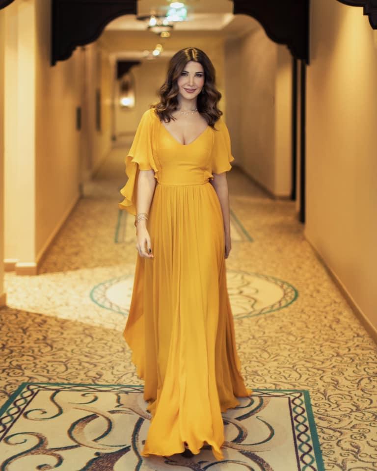 نانسي عجرم في فستان أصفر من ايلي صعب