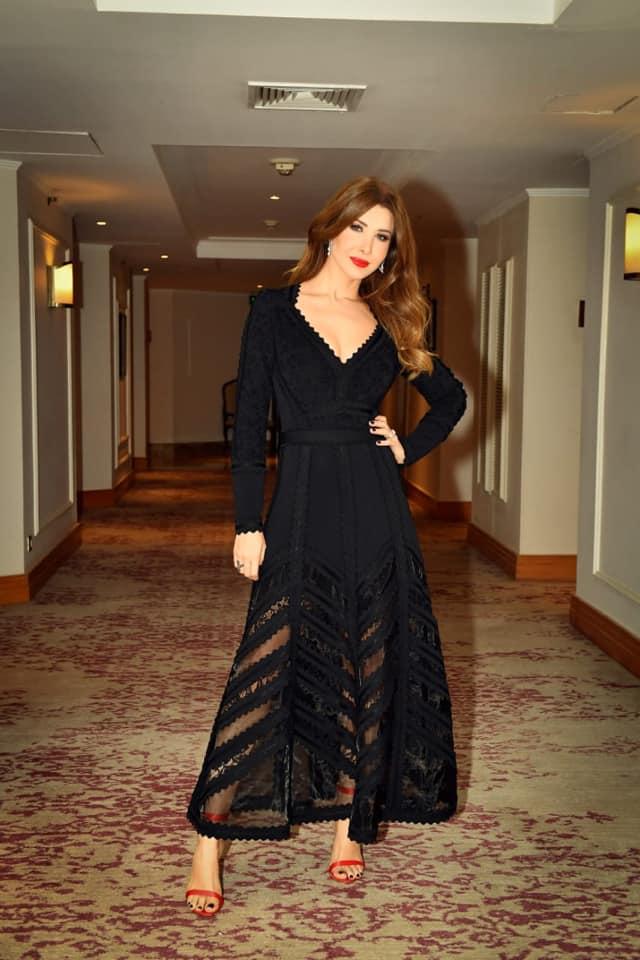 نانسي عجرم أنيقة في فستان أسود