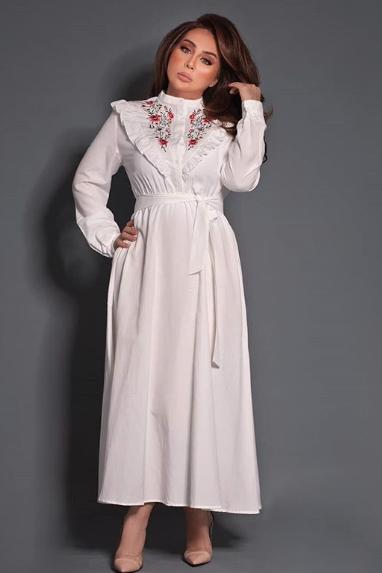 شيماء علي في فستان أبيض ماكسي بتصميم ناعم