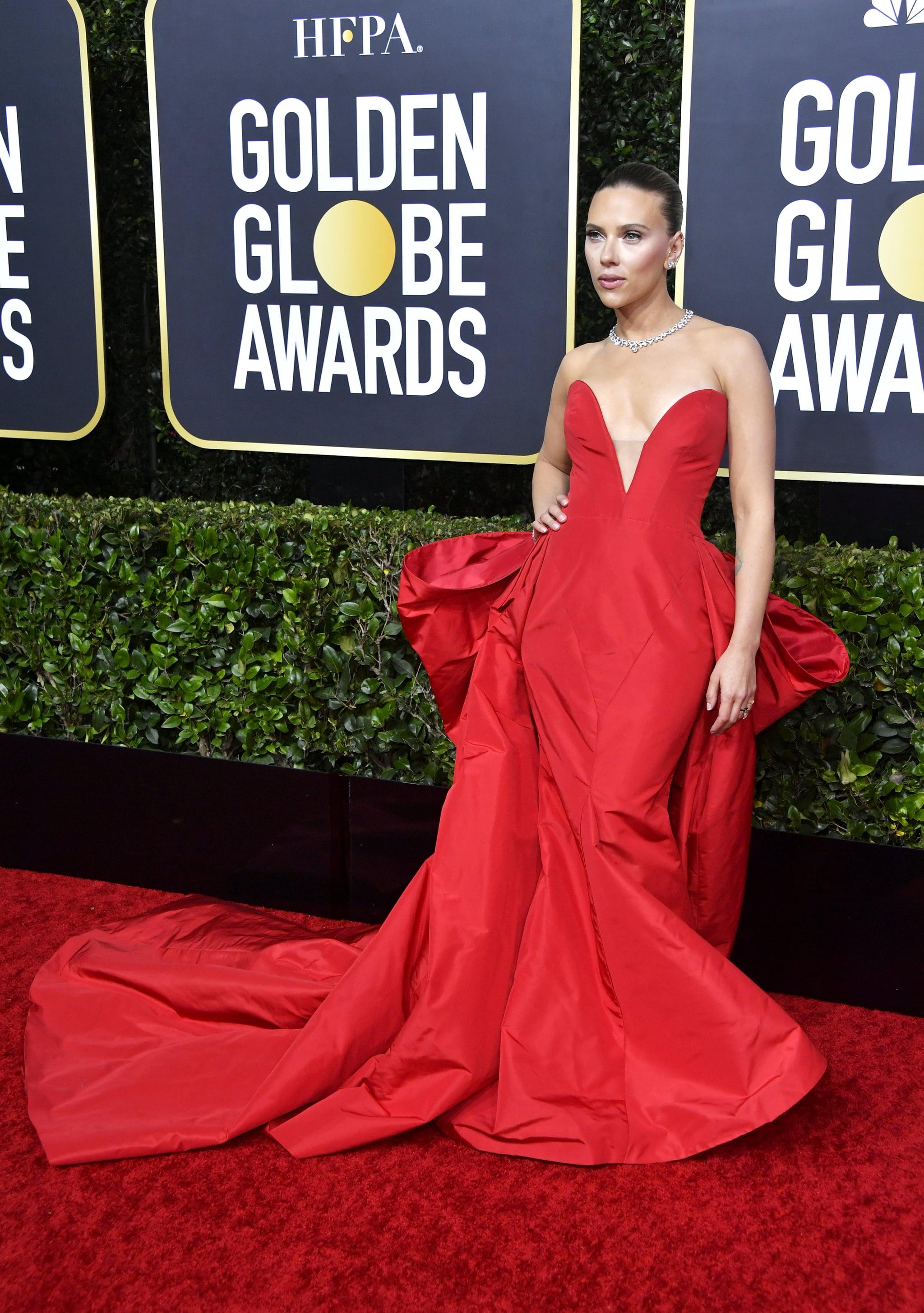 سكارليت جوهانسون في فستان أحمر من فيرا وانغ