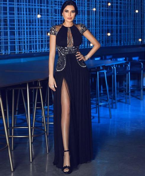 سيرين عبد النور في فستان سهرة أسود من زهير مراد