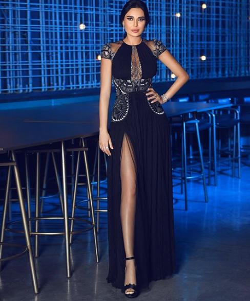 سيرين أنيقة في فستان أسود من زهير مراد