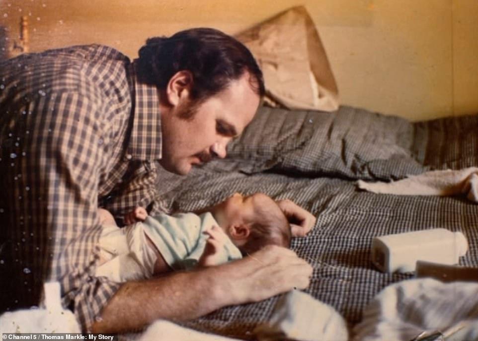 توماس نشر صور ميغان غير العادية  حتى وهي رضيعة في أغسطس عام 1981