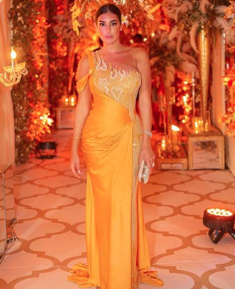 ياسمين صبري في فستان باللون الأصفر