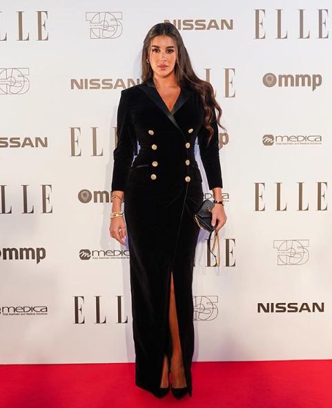 ياسمين صبري أنيقة في فستان أسود