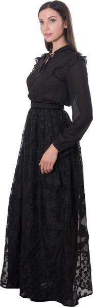 - فستان باللون الأسود مع أكمام طويلة من كوكا