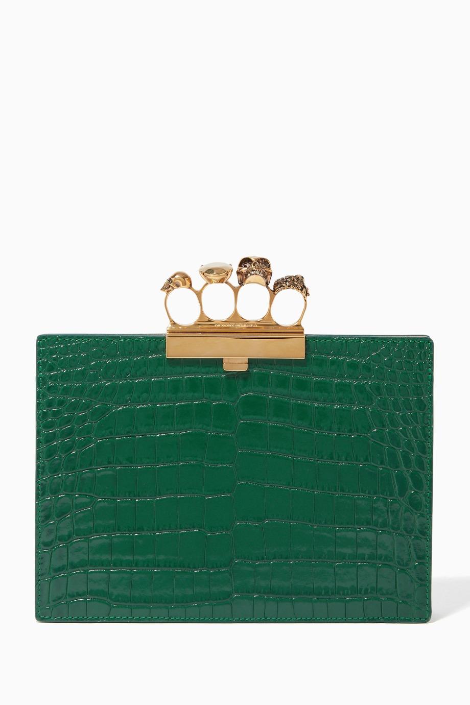 - حقيبة كلاتش ملونة من أليكساندر ماكوين Alexander McQueen