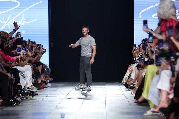 المصمم رامي قاضي خلال اسبوع الموضة العربي