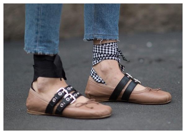 أحذية فلات آخر موضة لفتيات الجامعة