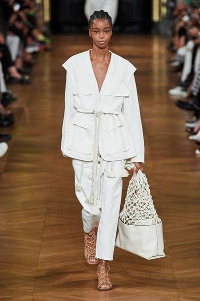 بدلة بالجيوب البارزة من ستيلا ماكارتني Stella McCartney  باللون الأبيض