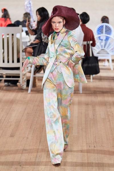بدلة باستيلية اللون من مارك جايكوبس Marc Jacobs