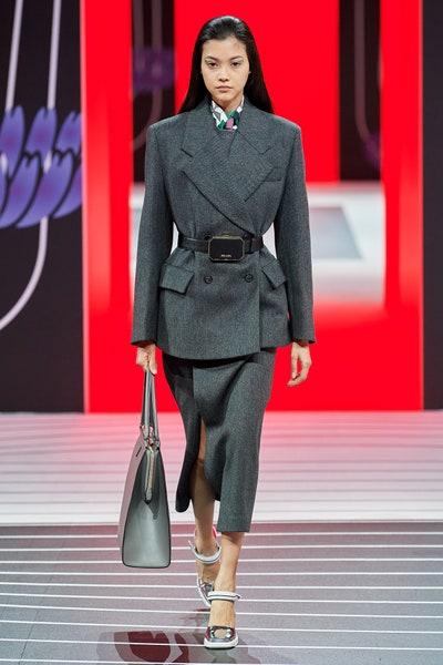 بدلة رسمية مع تنورة ميدي من برادا Prada