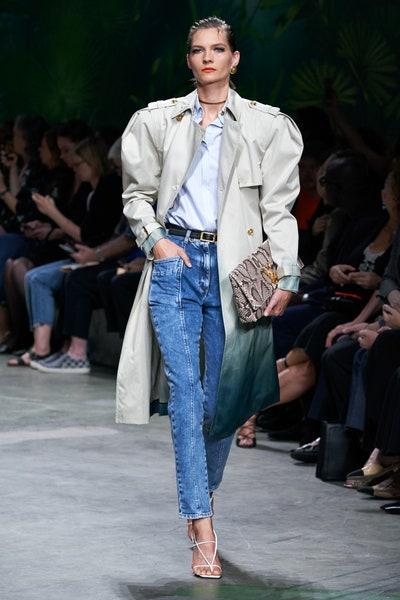 بنطلون الجينز ضمن عرض فرساتشي Versace