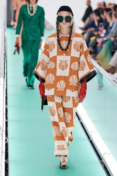 بنطلون ملون بنقشات الأصداف الصيفية من غوتشي Gucci