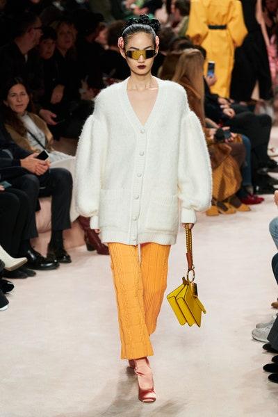 بنطلون قصير باللون الأصفر من فندي Fendi