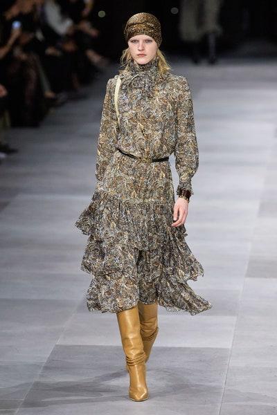 فستان بالكشاكش مصمم من الشيفون من سيلين Celine