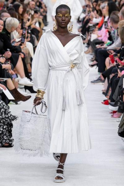 فستان باللون الأبيض كاجوال أنيق من فالنتينو Valentino