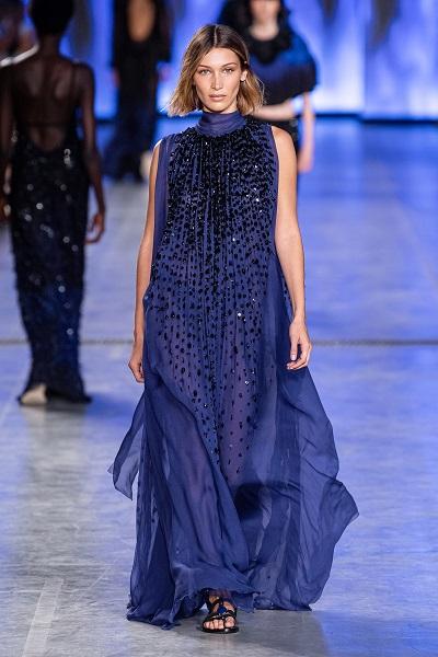 فستان باللون الأزرق الملكي من ألبيرتا فيريتي alberta Ferretti