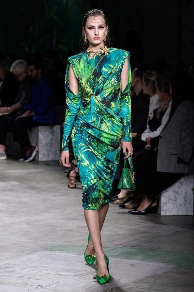 فستان بالطبعات المنعشةمن فرساتشي Versace