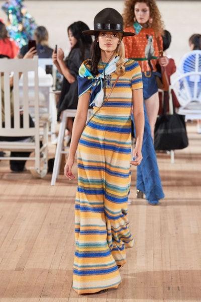 فستان بالتقليمات الأفقية من مارك جايكوبس Marc Jacobs