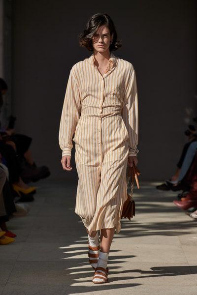 فستان بالتقليمات الرفيعة من سلفاتوري فيراغامو Salvatore Ferragamo