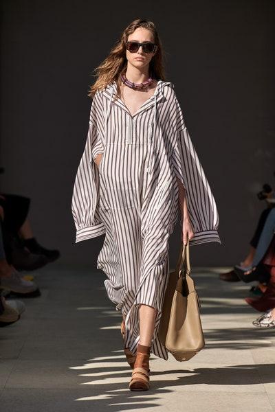 فستان بالتقليمات محتشم بشكل قميص طويل من سلفاتوري فيراغامو Salvatore Ferragamo