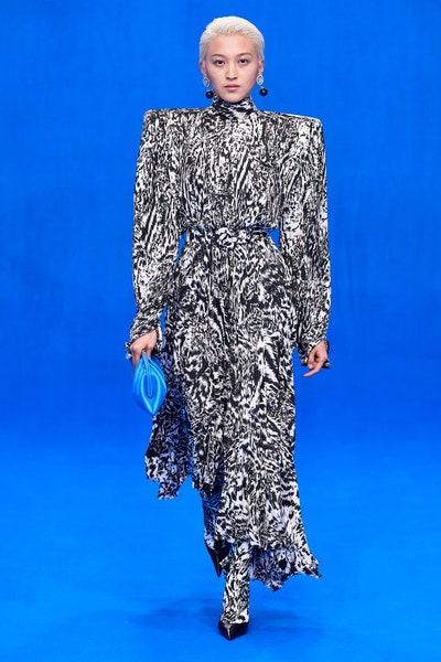 فستان بنقشات الحيوانات من بالنسياغا Balenciaga لربيع 2020