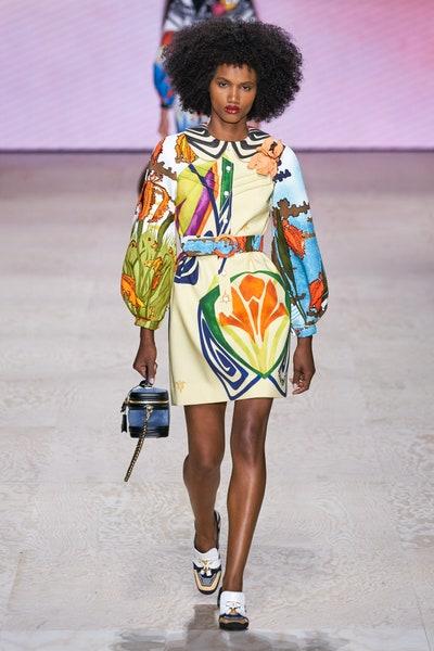 فستان بنقشات استوائية من لويس فويتون Louis Vuitton
