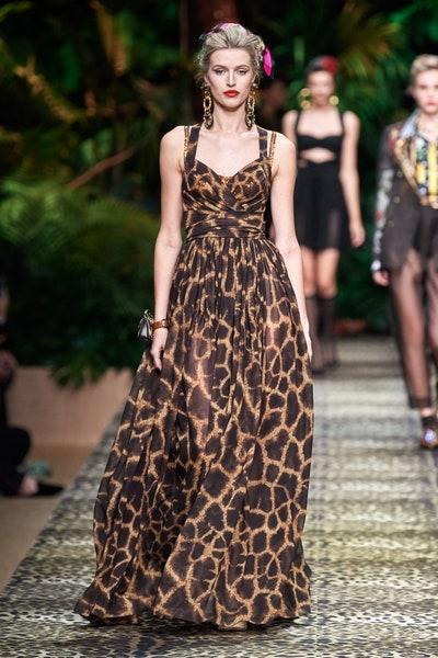 فستان بطبعات الفهد من دولتشي اند غابانا Dolce&Gabbana.jpg