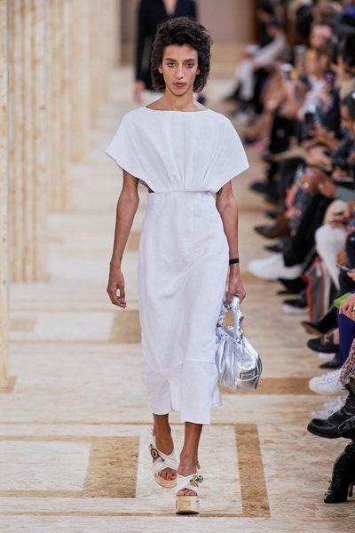 فستان بيض باسلوب كاجوال نهاري من ميو ميو Miu Miu