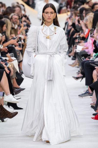 فستان ابيض من فالنتينو Valentino