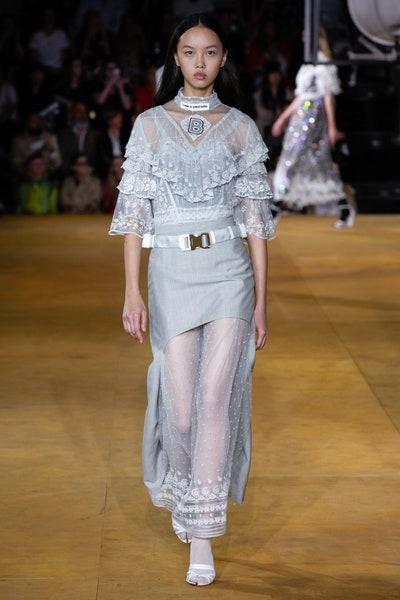 فستان فاخر باللون الفضي من بربري Burberry