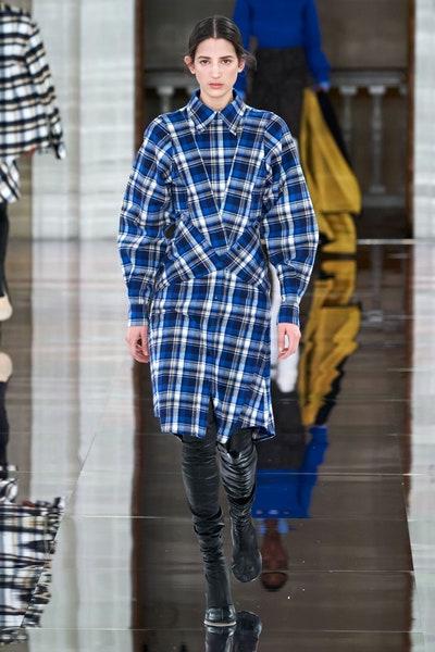 فستان كارو عملي من فكتوريا بيكهام Victoria Beckham