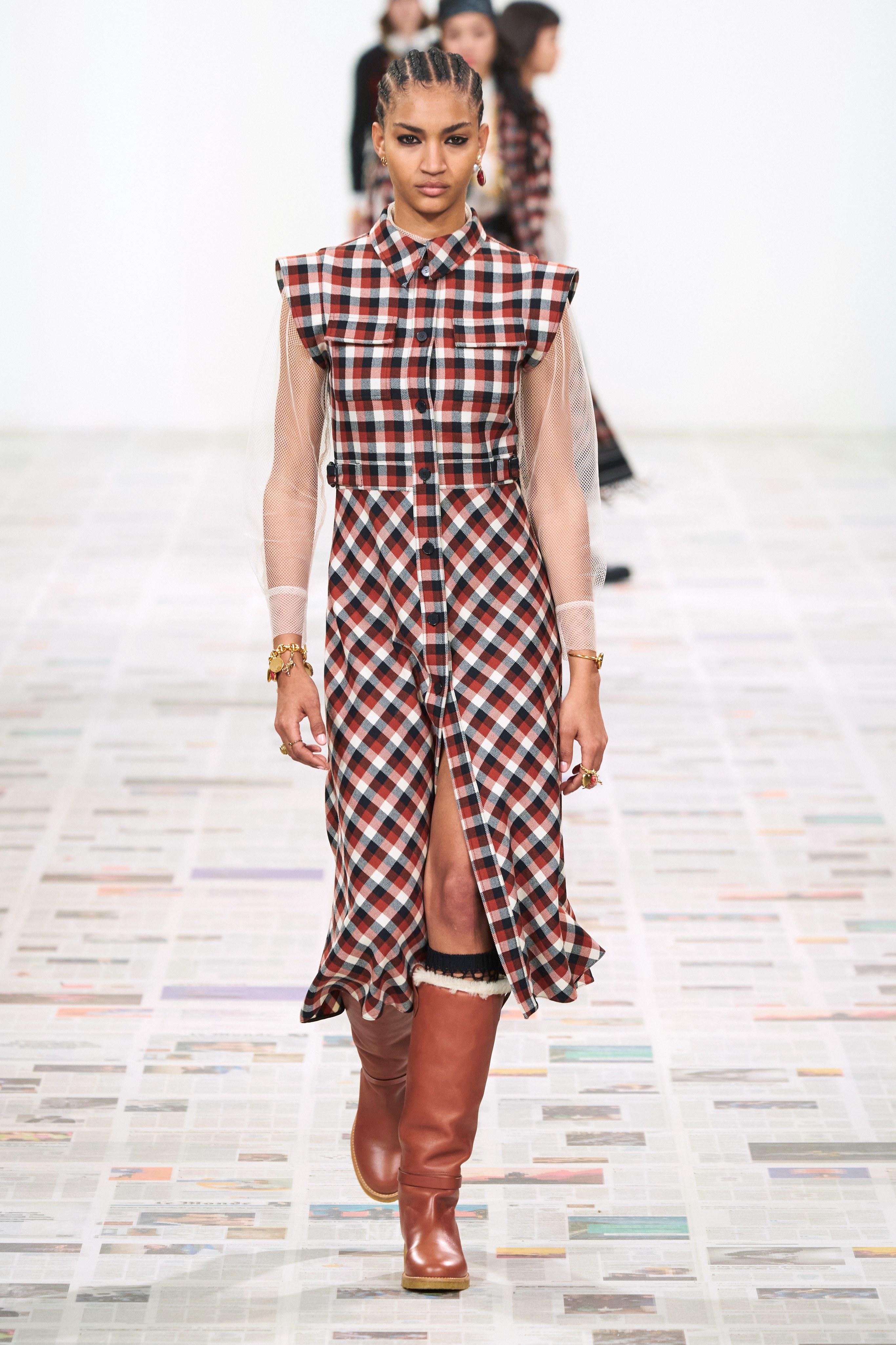 فستان كارو من كريستيان ديور Christian Dior