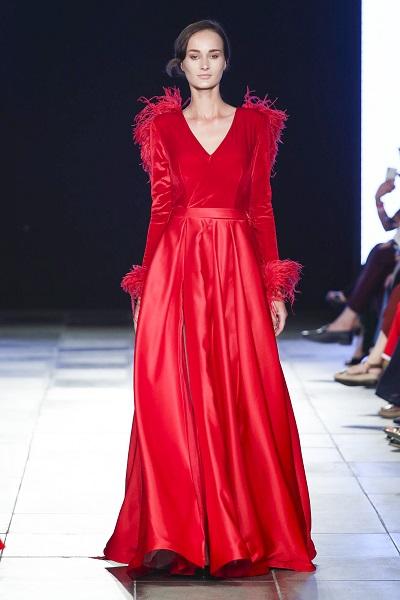 فستان كوتور باللون الأحمر الراقي من Mia Couture خلال اسبوع الموضة العربي