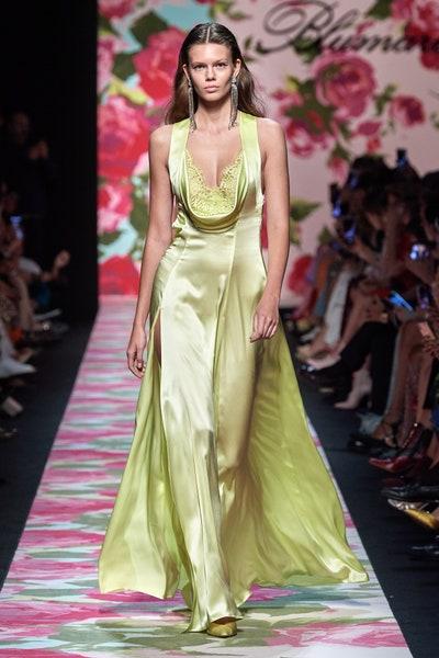 فستان من الساتان الراقي من بلومارين Blumarine
