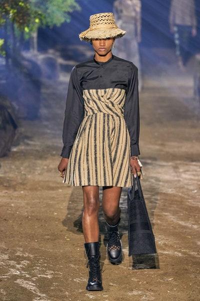 فستان مقلم أنيق من كريستيان ديور Christian Dior