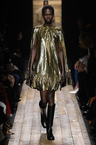 فستان ميتاليك ذهبي من مايكل كورس Michael Kors